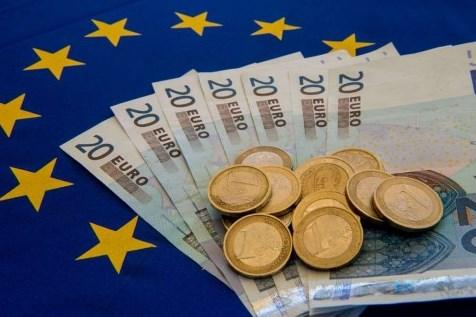 Jelang Pertemuan ECB, Euro Melemah Terhadap Dolar AS
