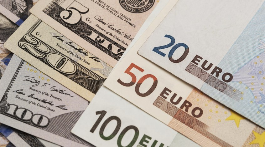 Dolar AS Melemah dan Euro Catat Kenaikan Terbesar sejak Mei 2018